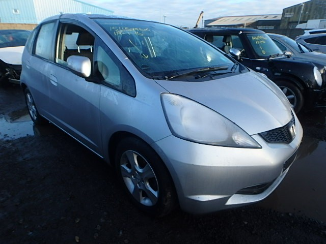 HONDA JAZZ ES i-VTEC 1300 CC SILVER BREAKING SPARES NOT SALVAGE 5 DOOR HATCHBACK 2011