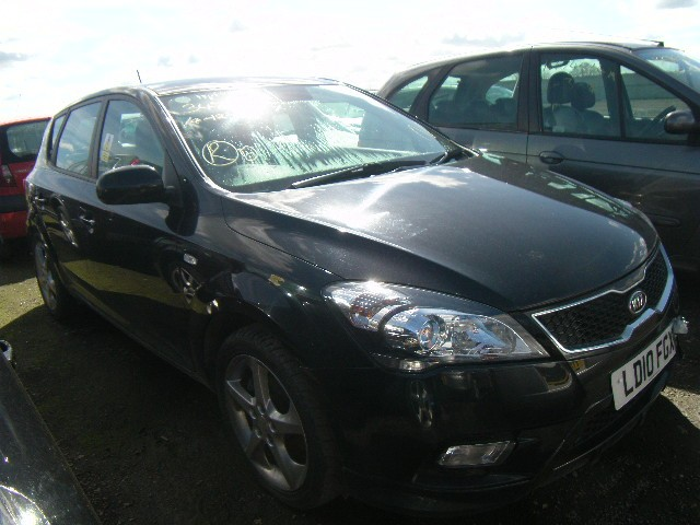 KIA CEED 3 1600 CC 5 SPEED MANUAL PETROL 5 DOOR HATCHBACK BREAKING SPARES NOT SALVAGE 2010
