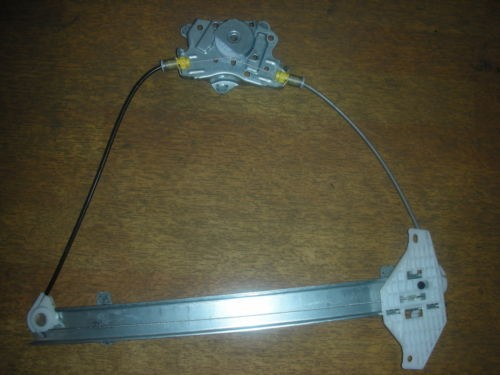 HYUNDAI ACCENT DRIVER SIDE FRONT (O/S/F) WINDOW WINDER MECHANISM REGULATOR 2000-2005.