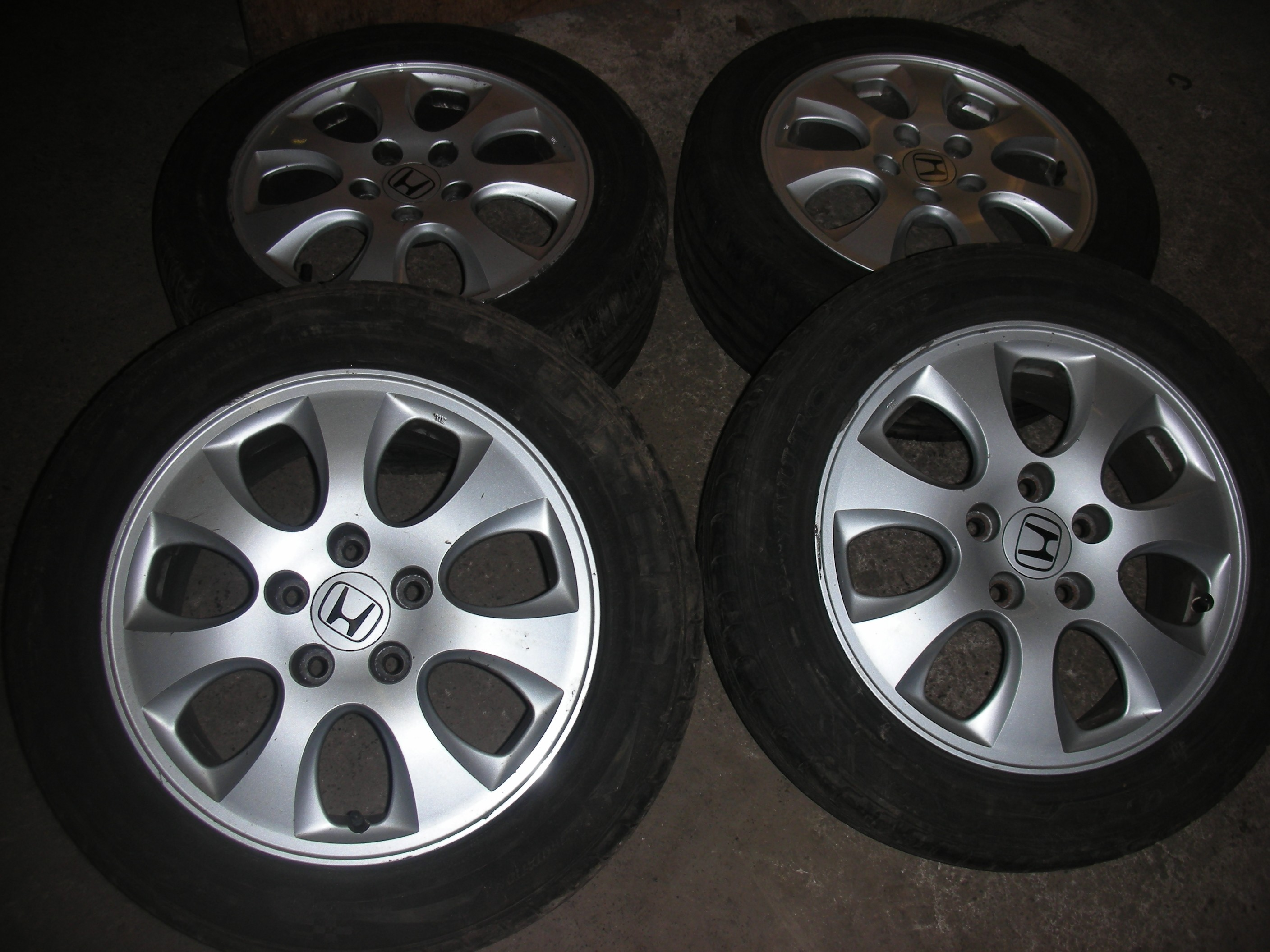 HONDA ACCORD 16 INCH  ALLOY WHEEL WITH TYRES.