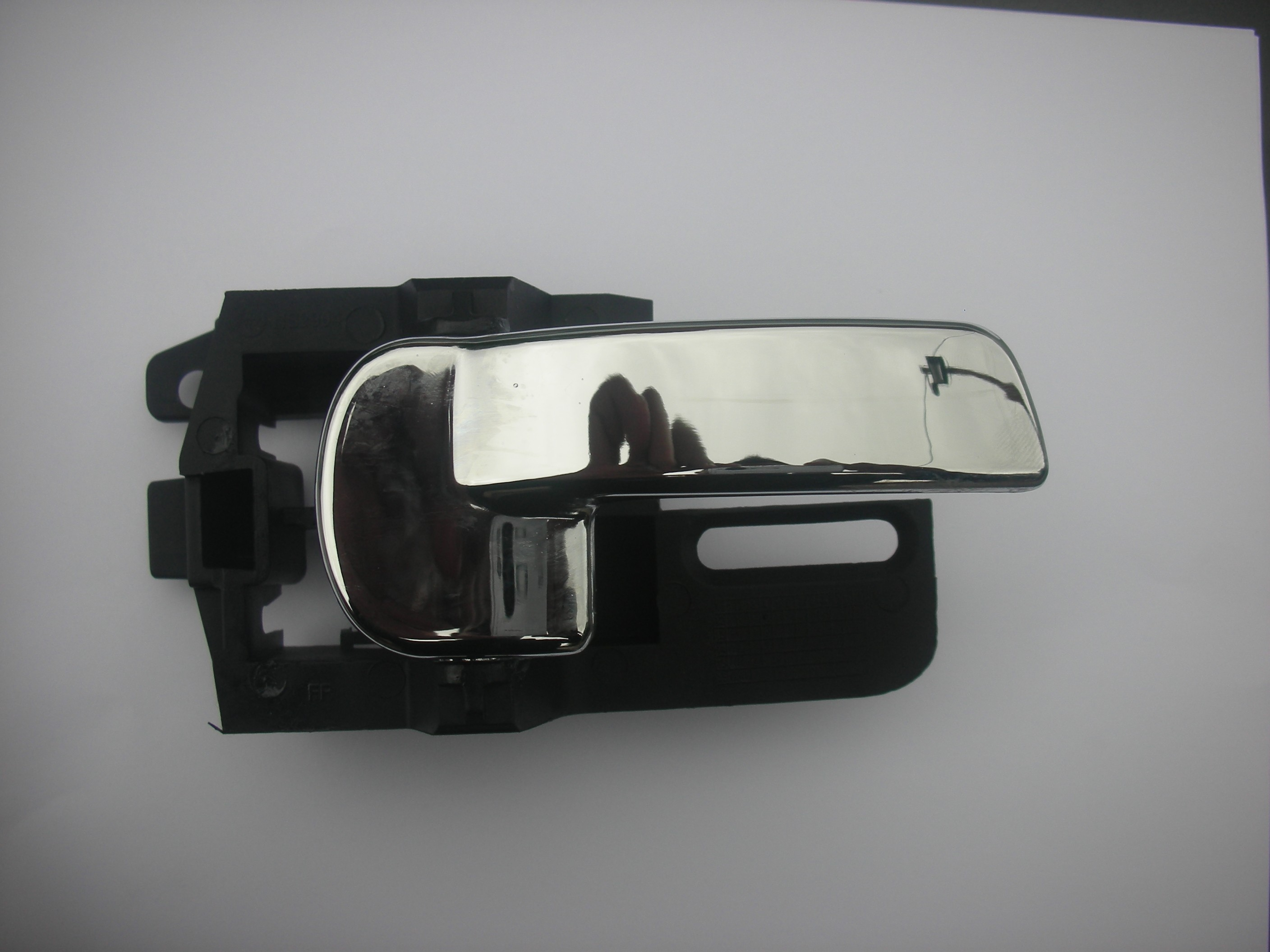 NISSAN QASHQAI DRIVER SIDE INNER REAR DOOR HANDLE IN HALF CHROME 2007-2011.