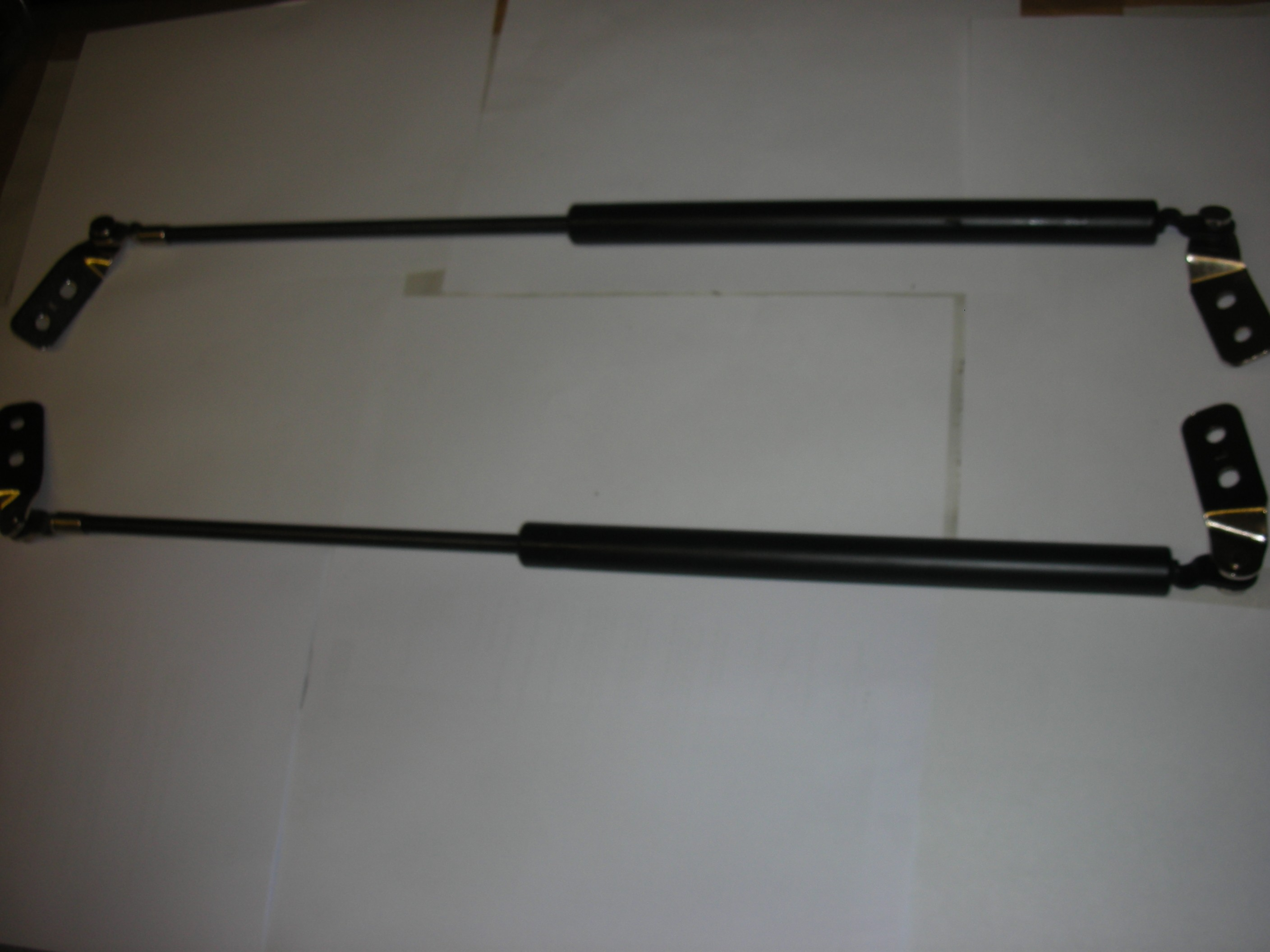 MAZDA 626 REAR TAILGATE STRUTS (PAIR) HATCH BACK 1997-2002