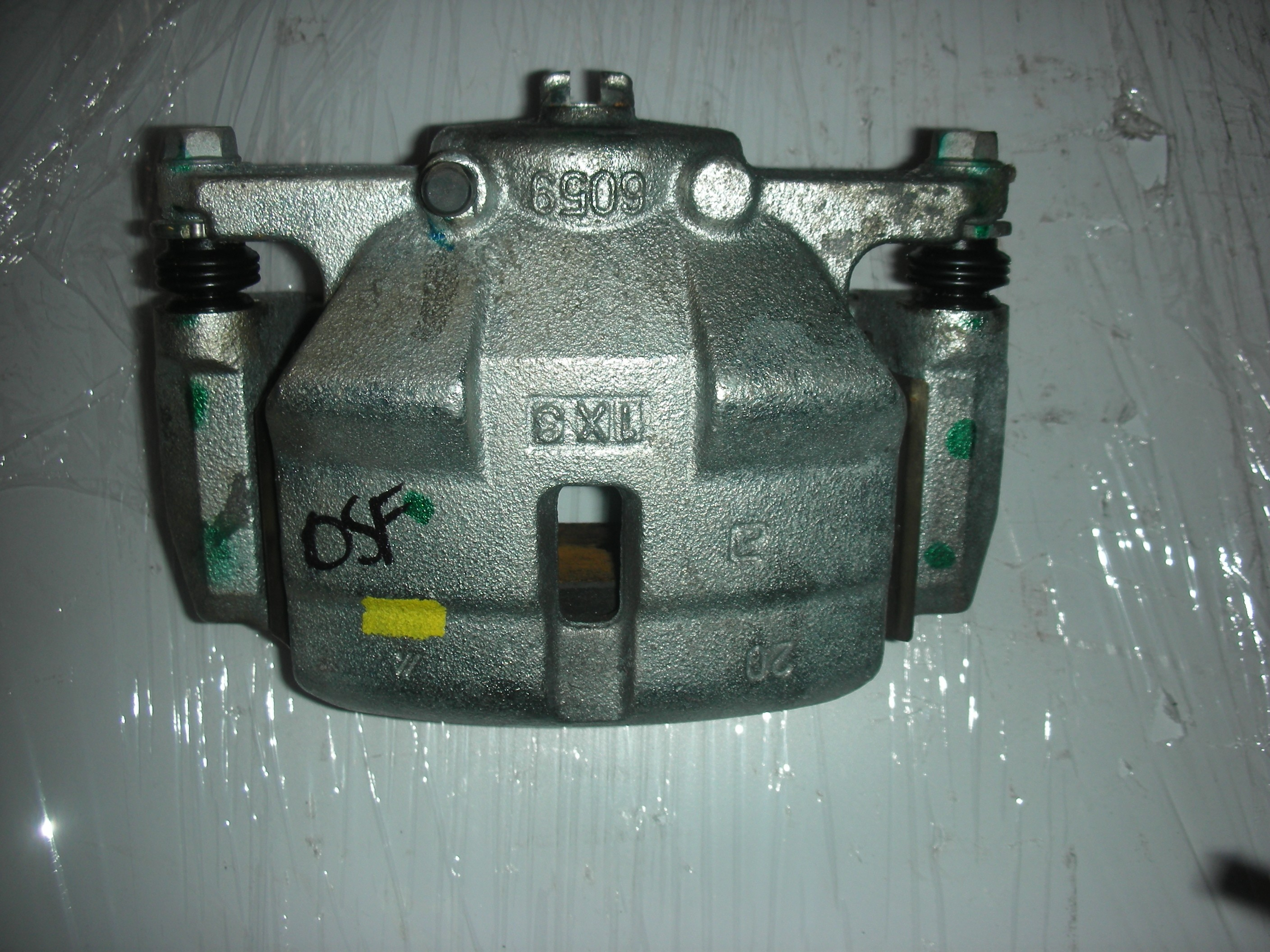 NISSAN QASHQAI DCI DRIVER SIDE FRONT BRAKE CALIPER 2007-2011.